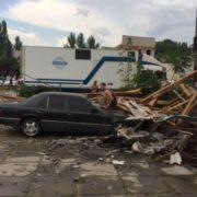 ПРОСТО ЖАХ! На Херсонщині поривом вітру перевернуло вантажівку, яка роздавила людину