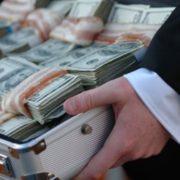 Журналіст упіймав прикарпатського патрульного на корупції