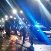 """По дорозі з Франківська фани """"Карпат"""", посеред траси, зупинили автобус з гравцями – в конфлікт втрутився спецназ. ФОТО"""