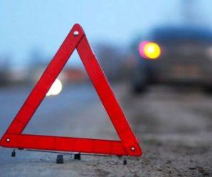 На Галицькій автомобіль збив дитину, яку мама вела через дорогу на червоне світло