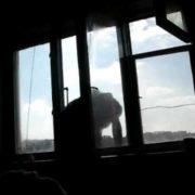 Медик-першокурсник, який випав з вікна гуртожитка- загинув, ймовірно, вчинив самогубство