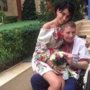 """""""Вона підніме його на ноги"""": Мережа зворушила весілля українського бійця"""