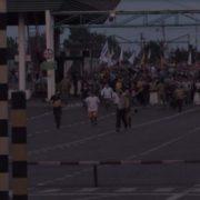 """""""11 поліцейських травмовані…"""": з бiйкою та без документів, натовп виніс Саакашвілі через кордон(відео)"""