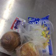 Як у франківському супермаркеті продають булочки за ціною пляшки оліїі. ФОТО