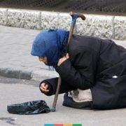 Заможні жебраки. Як побороти шахраїв що маніпулюють бідністю?