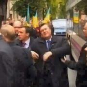 """Цей день в історії: 13 років назад у Франківську відбувся """"яєчний замах"""" на Януковича. ВІДЕО"""