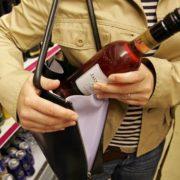 """У франківському супермаркеті впіймали двох злодійок """"на гарячому"""""""
