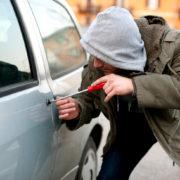 Раніше судимий 18-річний злочинець викрав автомобіль товариша, а потім продав його