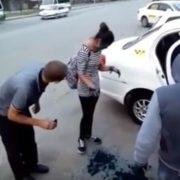 ШОК! Таксисти змусили пасажирок вмитися зеленкою за неоплачений проїзд (відео)