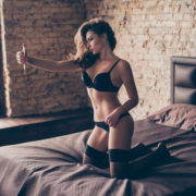 Новий вид вимагання в Інтернеті: хакери вимагають інтимні фото!