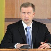 Олег Гончарук здивований, що шкільні автобуси «возять весілля»
