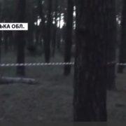 Жінка взялася силою виховувати дітей подруги: мотузкою прив'язала 7-річного хлопчика до дерева у лісі та заліпила poт скотчем