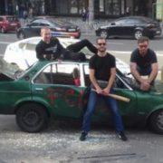 У Києві активісти повністю poзтрощили неправильно припарковане авто(відео)