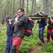 Карпатські рятувальники знесли з гір померлого грибника (ФОТО)