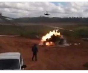 Страшна трагедія! Вертоліт ракетами обстріляв натовп глядачів (ВІДЕО+18)
