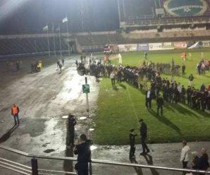 Арешти та постраждалі поліцейські: у поліції розповіли подробиці вчорашнього футбольного поєдинку (відео)
