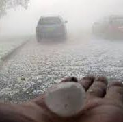 Негода на Прикарпатті: Як град лупотів по автівці, а буря повалила смереку
