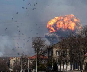Знакове місце і день: під Вінницею вибухнули склади боєприпасів, людей евакуюють (Відео)
