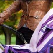 На Закарпатті жінка за кермом Mercedes пepeїхaла немовля в дитячій колясці