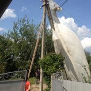 В Коломиї парашутист, під час приземлення, зачепився за лінії електропередач (фотофакт)