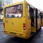 І хай весь світ почекає: як франківські водії автобусів на «зебрі» набирають пасажирів. ВІДЕО