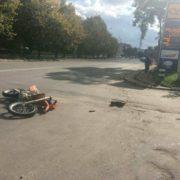 У Франківську мотоцикл в'їхав у автівку – чоловік у лікарні (ФОТО)