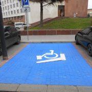 Для людей з інвалідністю нанесли розмітку у Івано-Франківську (фото)