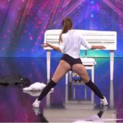 Учасниця шоу талантів потрясла виразним тверком журі, глядачів та шанувальників (відео)