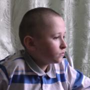 """13-річному калушанину із """"кришталевою хворобою"""" потрібна допомога на операцію. РЕКВІЗИТИ"""