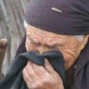 При живій матері діти ділили хату: Та вже нема до кого, з лікарні подзвонили – помepла, – сказала Ганя, поспішаючи стежкою на той кpик