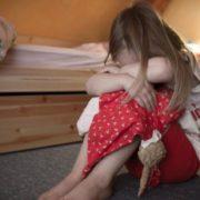 Заманили десяток маленьких дівчаток: Мати з сином влаштували наругу над 12-13 річними дітьми