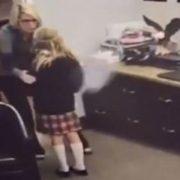 Дівчинка-сирота дізнається, що її удочерили: реакція до сліз розчулила мережу(відео)