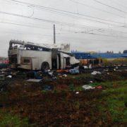 Поїзд зіткнувся з автобусом. Внаслідок ДТП загинуло два десятки чоловік (Відео)