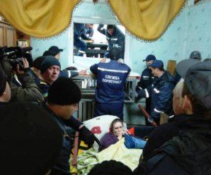 У Коростені 60 рятувальників витягли з дому жінку вагою 370 кг, щоб поїхала лікуватися