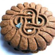 Житель Франківська у печиві знайшов шматок леза (ФОТО)