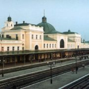 """Працівниця франківського вокзалу просила патрульних """"прогнати"""" чоловіка з залу очікування"""