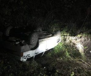 В передмісті Івано-Франківська автомобіль впав з мосту і перекинувся. Водієві пощастило вижити