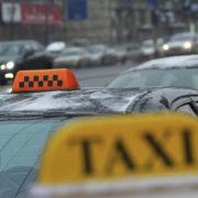 Викинув з машини і побив: у Франківську стався інцидент між таксистом і пасажирами. ВІДЕОСЮЖЕТ