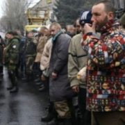 """Не дають навіть теплого одягу: Дружина військового, який не вийшов з """"дебальцевського котла"""" розповіла про утримання бранців у """"ДНР"""""""