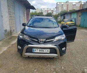 Неподалік міського відділу поліції невідомі викрали автомобіль Toyota. ФОТО
