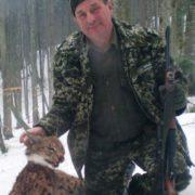 Лісник, який в Карпатах полює на червонокнижних тварин, виявився ще й депутатом