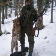 У Карпатах лісничі застрелили червонокнижну рись (фото)