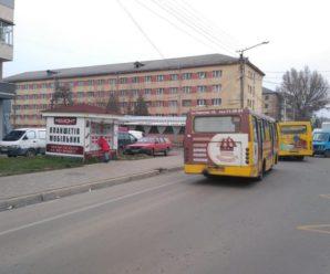 Небезпечна маршрутка: у Франківську пасажири у громадському транспорті мало не потрапили у аварію