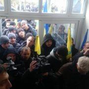"""У Франківську власники """"євроблях"""" пікетують митницю, поліцію і ДФС. ФОТО"""