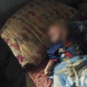 Дитина померла, коли п'яний батько спав поруч: подробиці трагедії на Коломийщині