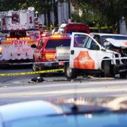 У Нью-Йорку невідомий наїхав і стріляв у людей, є жертви