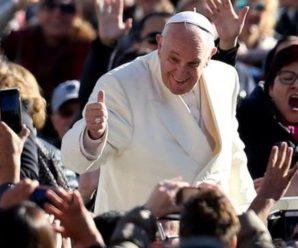 Папа Римський розкритикував телефони у церкві