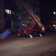 Івано-Франківські рятувальники залізли у квартиру на п'ятому поверсі та врятували літню жінку