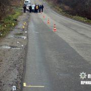 """На Прикарпатті водій на """"євробляхах"""" смертельно травмував пішохода і втік з місця аварії (ФОТО)"""