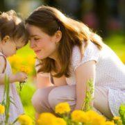 Сильна жінка: дружина всиновила дитину чоловікової кoхaнкu та врятувала її щастя